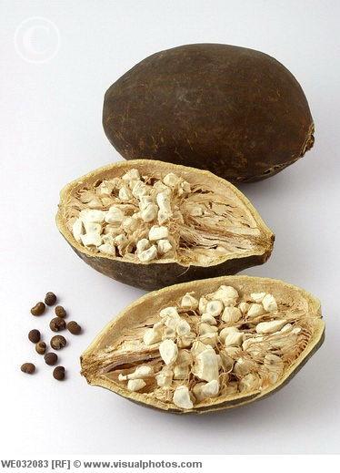 L'huile de baobab biologique sauvage issue de a graine du fruit